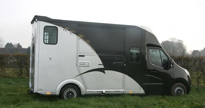 m c guillaume sp cialiste camionnettes chevaux poulini re. Black Bedroom Furniture Sets. Home Design Ideas